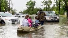 Inundaciones causan al menos tres muertes en Louisiana y dejan más de 100,000 clientes sin electricidad en Texas