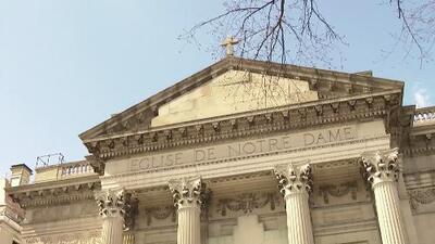 """""""Me quitaba la camisa y los pantalones"""": sacerdote de Nueva York es acusado de abuso sexual"""