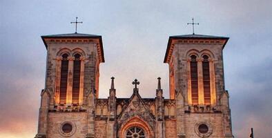 """""""El Papa aclarará sus comentarios"""": Arzobispo de San Antonio sobre la postura del Papa ante las uniones civiles del mismo sexo"""