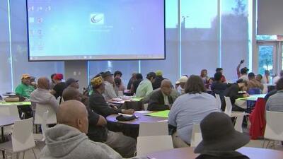 Residentes de Chicago discuten la necesidad de mejorar la atención médica para quienes sufren de enfermedades mentales