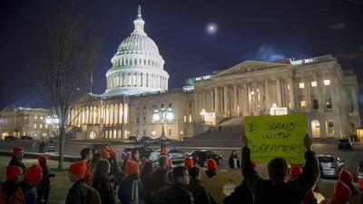 Tras la reapertura temporal del gobierno, ¿qué pasará con DACA?