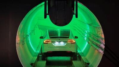 Este es el prototipo de túnel de transporte subterráneo de alta velocidad que presentó Elon Musk