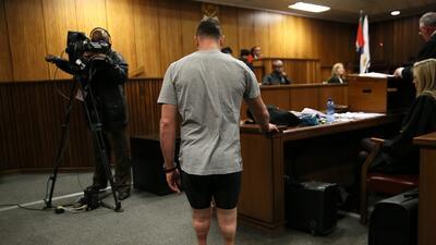 Oscar Pistorius es condenado a 6 años de prisión por el asesinato de su novia