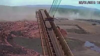 Momento insólito: video muestra la ruptura de una represa minera en Brasil