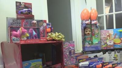 Una organización recolecta juguetes para los niños más necesitados en Oak Cliff