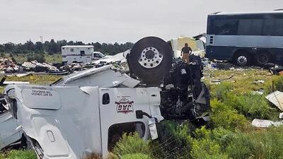 Un autobús choca contra un camión de carga en Nuevo México dejando al menos cuatro muertos