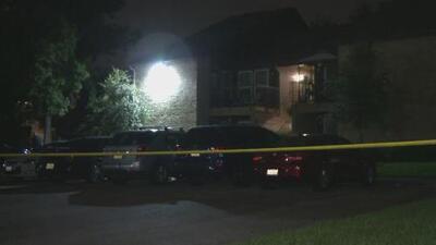 Encuentran anciana muerta en su apartamento en Addison y la policía investiga si fue un homicidio