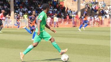 Regresa el futbol a África y con gente en la tribuna