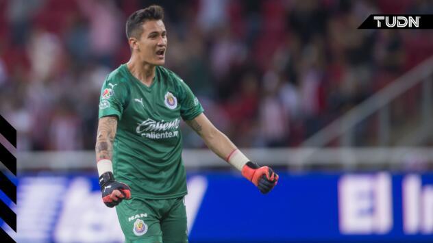 Raúl Gudiño y más jugadores quieren que Tena siga en Chivas