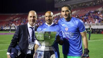 Vuelve el 'Conejo' Pérez y Cruz Azul gana un título