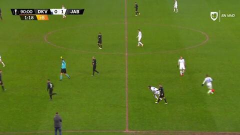 Tarjeta amarilla. El árbitro amonesta a Tomás Holes de FK Jablonec