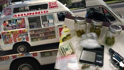 Hombres vendían droga en camión de helados en California