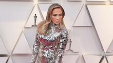 Con este vestido Jennifer López brilló con luz propia (literalmente) en los Oscar y acompañada de A-Rod