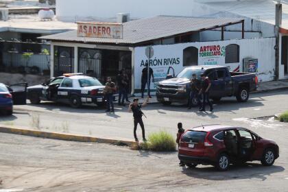 """La fuerza del cártel que lideró aún persiste. La tarde del jueves 17 de octubre la ciudad de Culiacán, Sinaloa, se convirtió en un  <b><a href=""""https://www.univision.com/noticias/narcotrafico/que-paso-en-culiacan-llueven-nuevas-versiones-en-torno-al-fallido-arresto-de-ovidio-guzman-el-hijo-de-el-chapo"""" target=""""_blank"""">campo de batalla</a></b>, cuando agentes de seguridad lograron detener a  <b><a href=""""https://www.univision.com/noticias/narcotrafico/quien-es-ovidio-guzman-el-hijo-de-el-chapo-que-fue-localizado-en-por-las-autoridades-en-culiacan"""" target=""""_blank"""">Ovidio Guzmán, hijo de 'El Chapo'</a></b>, acusado de narcotráfico."""
