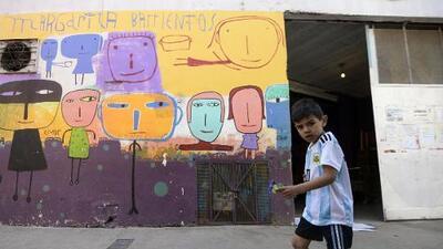 """""""Es terrible dormir en la calle por primera vez en tu vida"""": las familias empujadas a la calle en una Argentina empobrecida"""