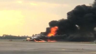Autoridades reportan que 41 personas murieron tras el incendio en un avión de la aerolínea rusa Aeroflot