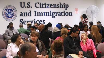 Se puso freno a la regla de 'carga pública': abogada explica la buena noticia para los inmigrantes