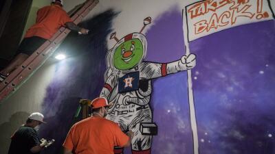 Los Astros de Houston celebran victoria con un mural en la ciudad