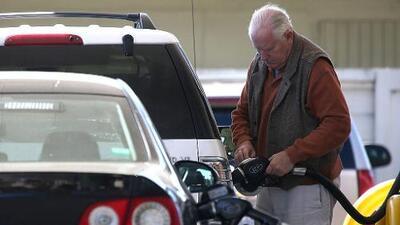 El impuesto a la gasolina en California nunca ha estado tan alto como ahora: 47.3 centavos por galón