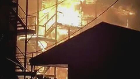 Incendio deja cuatro heridos y 20 personas desplazadas en el vecindario de Humboldt Park