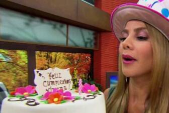 ¡Ximena embarró a todos con su pastel!