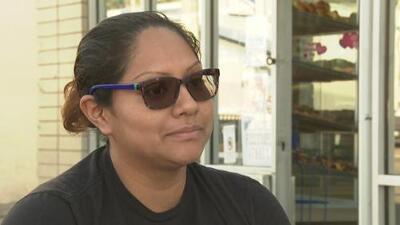 Esta salvadoreña tuvo que dejar a su madre en su país natal para enfrentar grandes retos y alcanzar el sueño americano