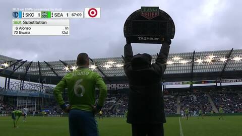 Regresa el campeón: cubano Osvaldo Alonso de vuelta a la cancha con Seattle