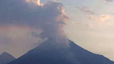 El volcán de Colima lanza ceniza en México