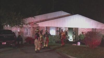 Se quedó dormido con un cigarrillo en la mano y provocó un incendio en una casa de Houston