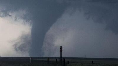 ¿Por qué se formaron varios tornados poderosos en Alabama?