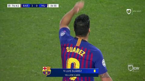 Tarjeta amarilla. El árbitro amonesta a Luis Suárez de Barcelona