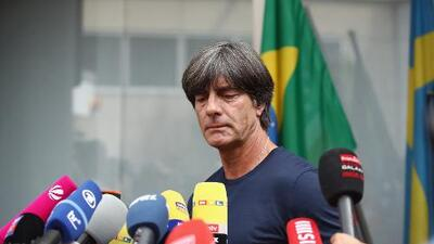 ¿Alemania se desmorona? Joachim Löw y Angela Merkel podrían sufrir destinos paralelos