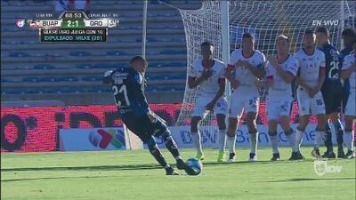 Ayron puso a temblar el arco de Rodríguez con un cobro a balón parado