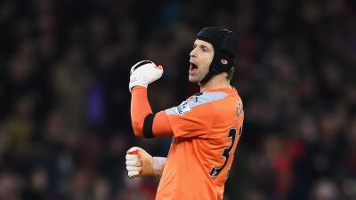 Arsenal 2-0 Bournemouth: Victoria de los 'gunners' en partido histórico para Petr Cech