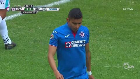 ¡CERCA!. Orbelín Pineda disparó que se estrella en el poste.