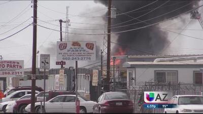 Gigantesco incendio en centro de Phoenix