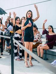 Yennis, como Vikina, Giselle, Wanda, fue una de las decenas de cantantes que se dieron cita en los estudios de Univision en Miami para participar en los castings de Reina de la Canción e intentar formar parte del concurso de talento que formaría a la próxima gran estrella de la música latina.