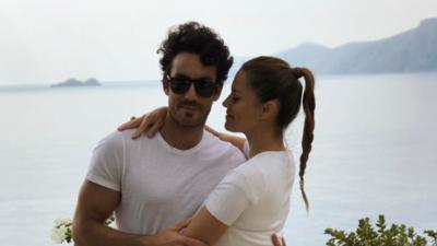 Lola Ponce y Aaron Díaz se desnudan completamente para fotografía