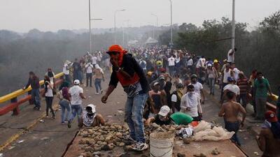 Tensión y violencia en la frontera entre Colombia y Venezuela por la entrega de ayuda humanitaria