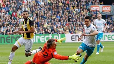 """El portero del Vitesse se queja del 'Chucky': """"Él fue a buscar el contacto para el penalti"""""""