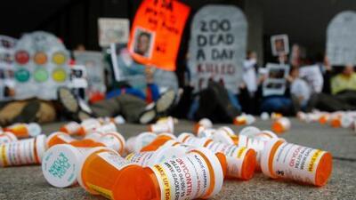 Fiscalía: doctor de California recetó grandes cantidades de opioides que causaron 4 muertes por sobredosis