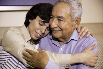 En fotos, el emotivo encuentro entre el hijo biológico de Juan Gabriel y el único hermano vivo del cantante