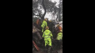 Así fue el rescate de una joven de 14 años que estaba cubierta de barro en Montecito, California