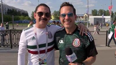 El único con bigote de verdad: vocalista de Los Tucanes de Tijuana disfruta de su primer Mundial
