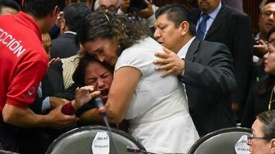 El doloroso momento en que una diputada recibe la noticia de la muerte de su hija durante la sesión del Congreso