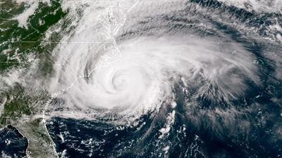 Huracán Florence se degrada a categoría 2, pero expertos advierten sobre sus posibles efectos al tocar tierra