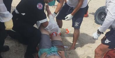 """""""Salí del agua y vi que le faltaba un pedazo a mi pierna"""": víctima de ataque de tiburón en Miami Beach"""