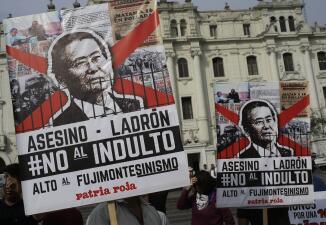 En Fotos: Protestas y celebración en las calles de Perú por el indulto al expresidente Fujimori
