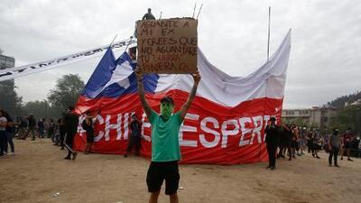 Mientras unos protestan, otros chequean: ¿Cómo combaten la desinformación en Ecuador, Chile, España y Líbano estos días?