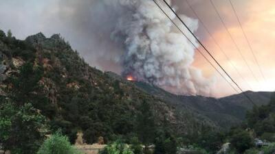Dos bomberos heridos y más de 21,000 acres consumidos: se duplica incendio cerca de Yosemite